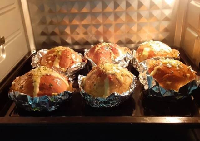 Garlic cream cheese bread