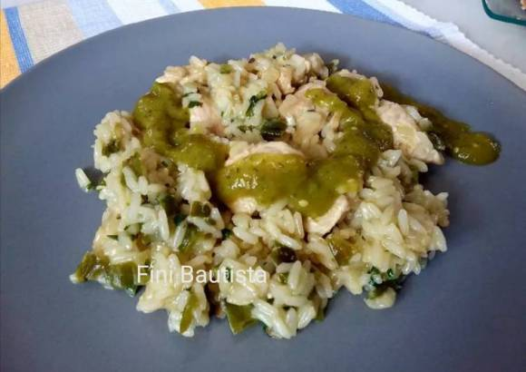 Arroz con pollo y cilantro