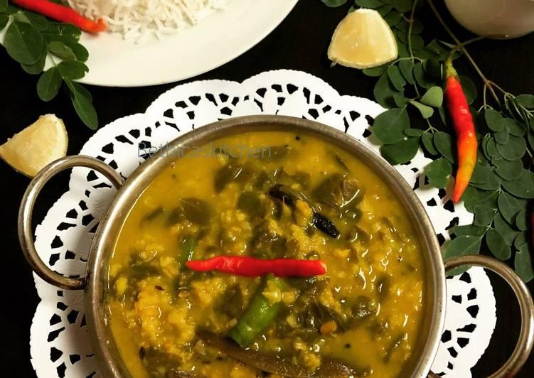 Sojne Pata diye Bhaja Muger Dal (Drumstick Dal - Bengali Style)