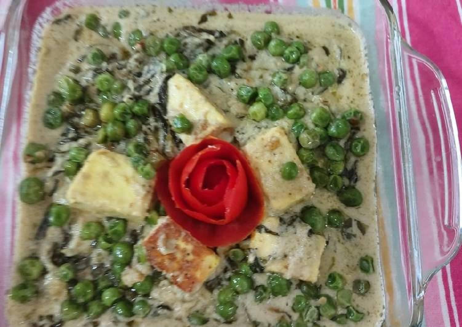 Fenugreek leaves paneer with green peas cream/ methi chaman