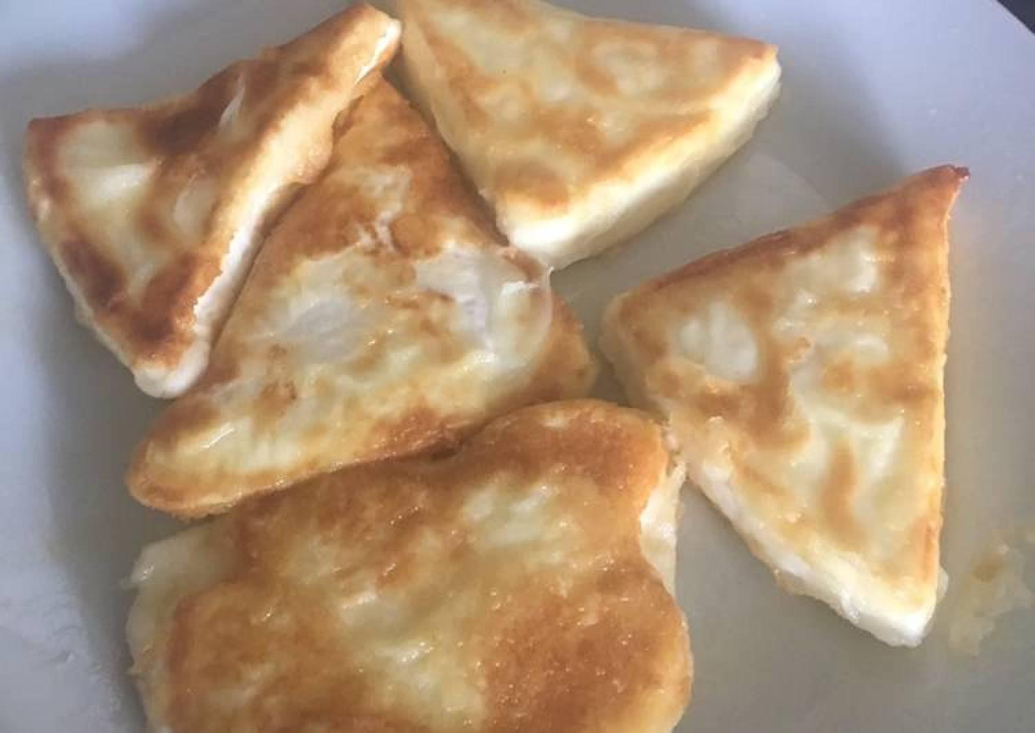 Fried feta cheese
