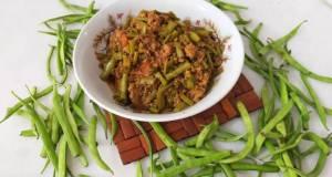 Qeema phalli/cluster gawar beans with chicken minced