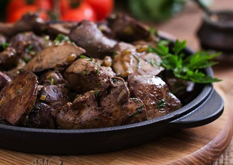 Chicken_liver_with_onion_garlic_and_pomegranate_molasses