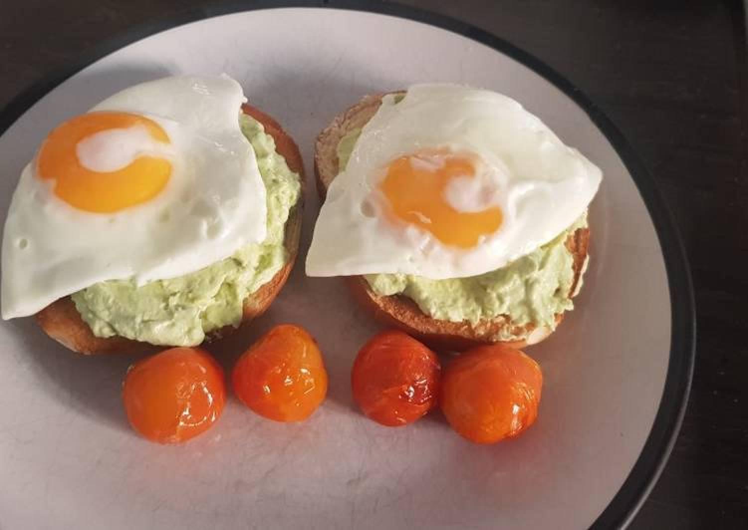 Bagel, Egg and Avocado