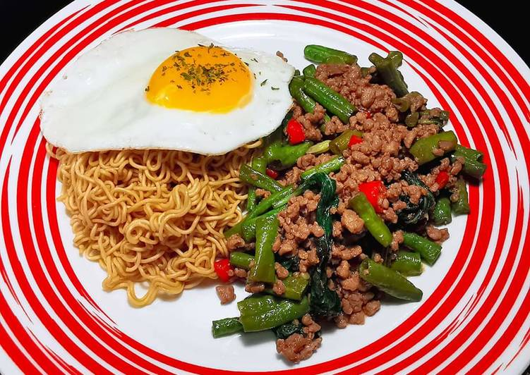 泰式羅勒炒豬肉碎雞蛋麵 THAI BASIL MINCED PORK WITH EGG NOODLE