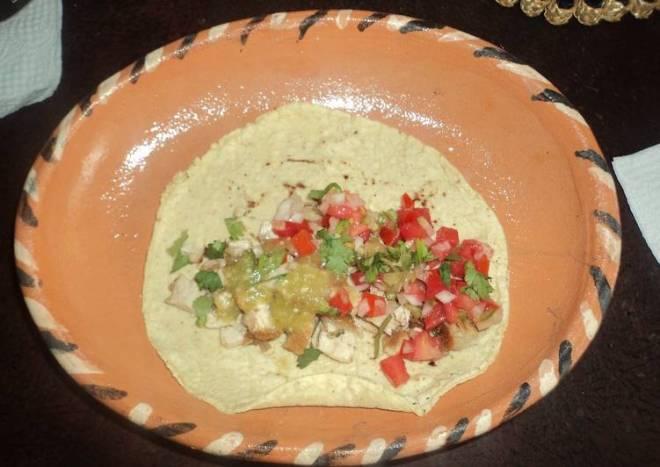 Tacos rancheros de aldillita de cerdo a las dos salsas, estilo el Ocote