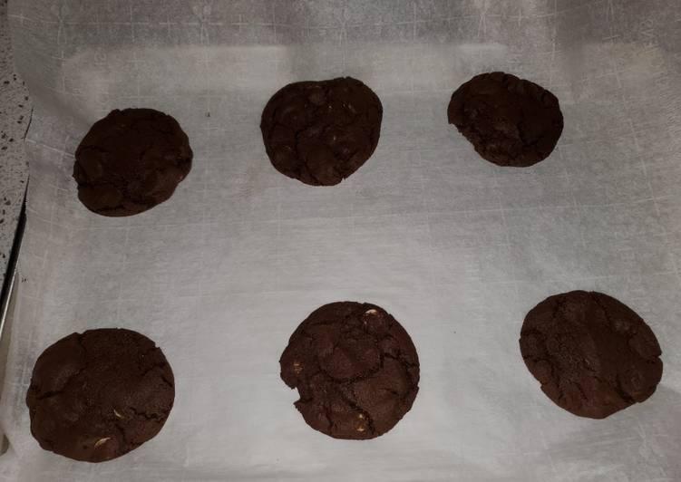 Dark Chocolate Chip Peppermint Cookies