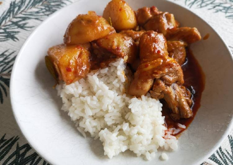 Curry chicken in rendang way