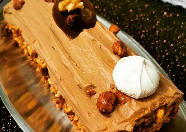 Bûche mascarpone chocolat et cacahuète caramélisées