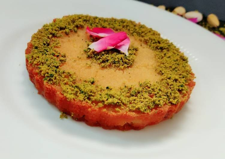 Bread kanafeh with pistachio crumble