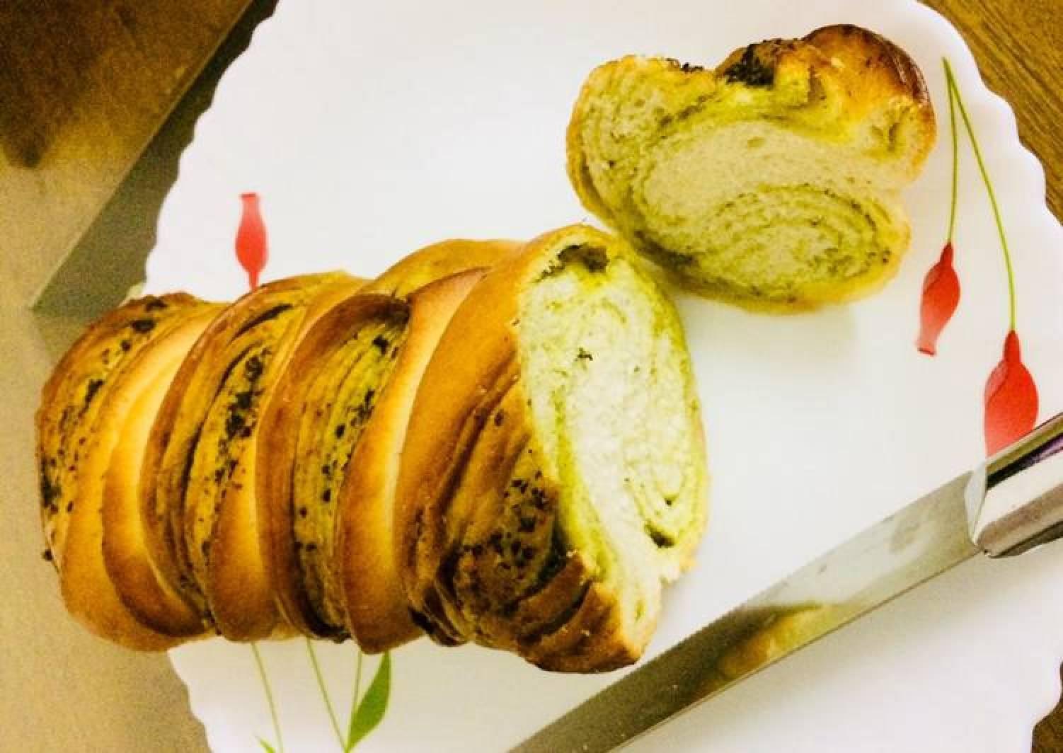 Peas Pesto Bread loaf