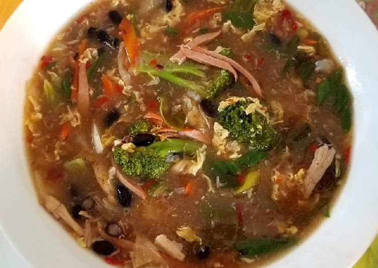 Spicy and sour veggies with black bean egg drop soup 酸辣蔬菜黑豆羹