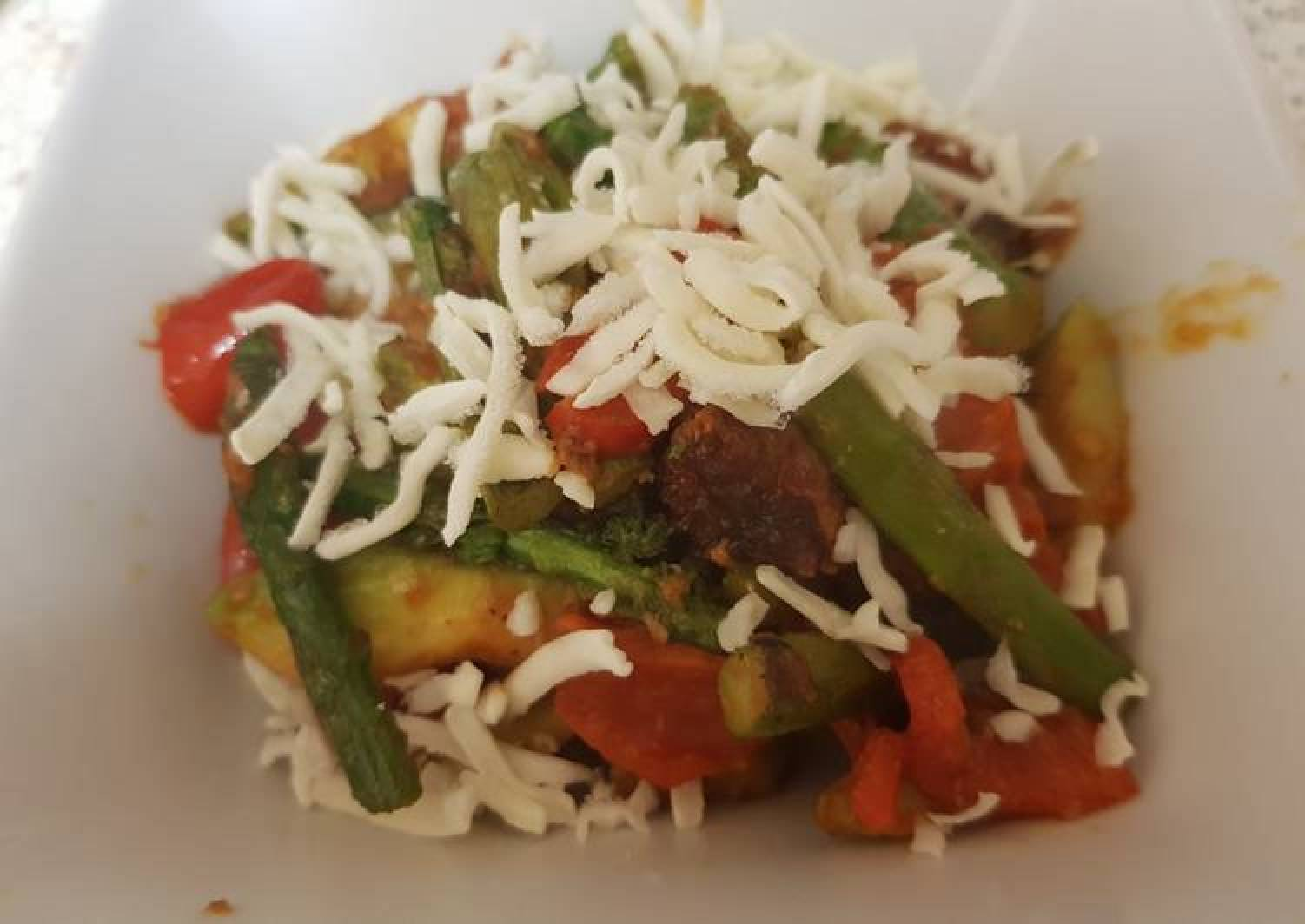 Avocado, Asparagus tomato with Grated mozarella Dish