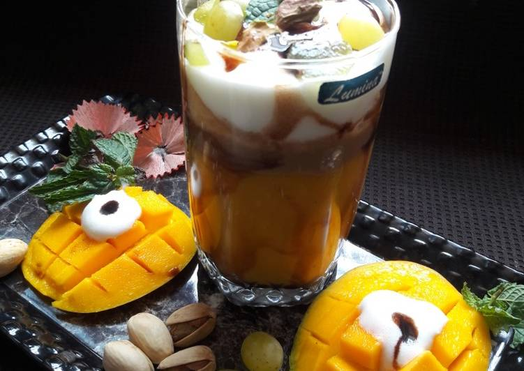 Step-by-Step Guide to Make Speedy Mango-Coffee Smoothie with Ice-cream & chocolate syrup