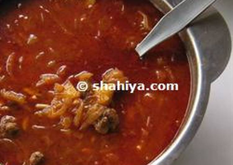 Diet Meatballs with Onions and Tomato Sauce