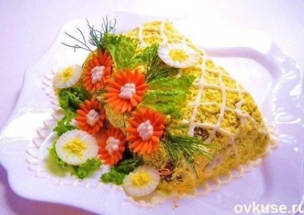 Салат из куриной печени с маринованными огурцами ...