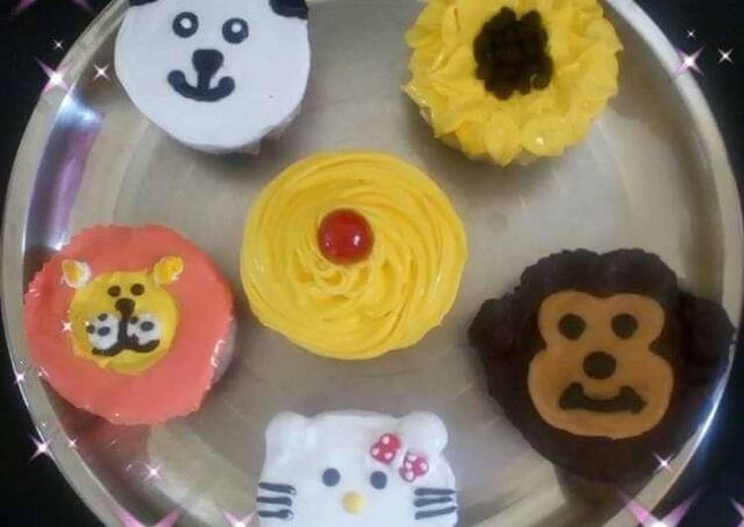 Emoji animals cupcakes eggless