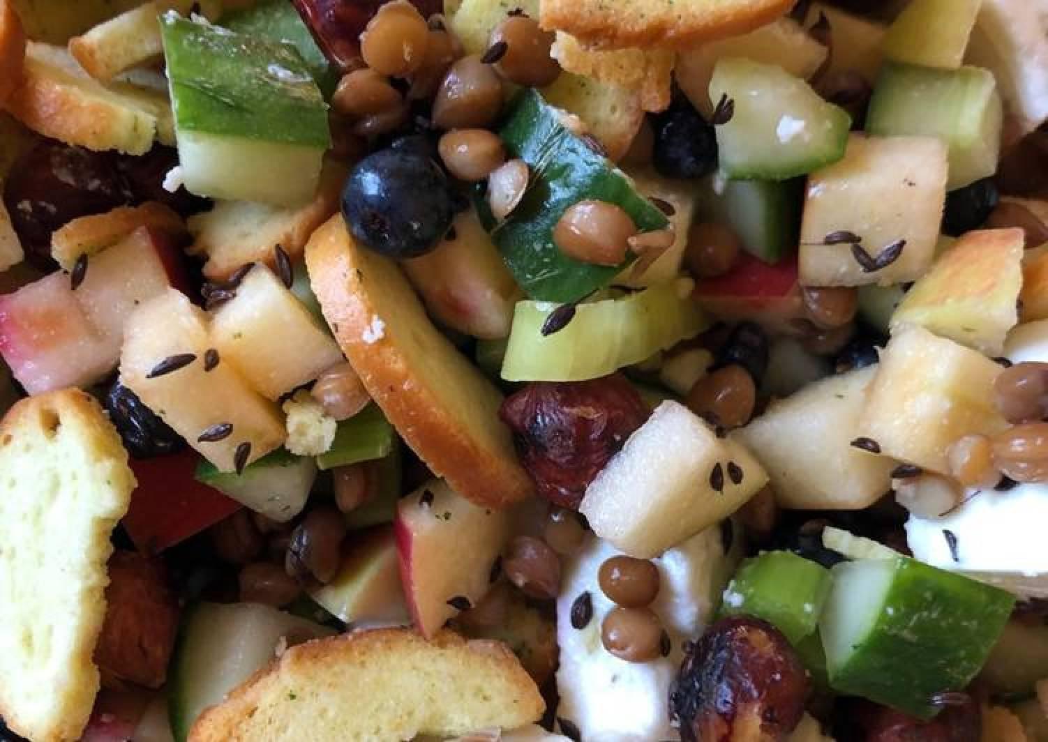 Blueberry, lentils and feta Salad
