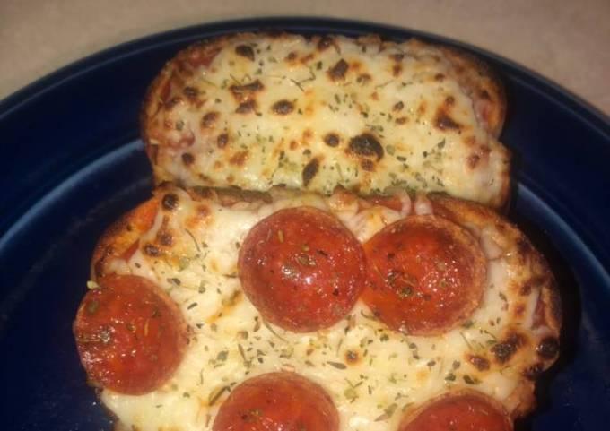 Garlic bread personal pizzas