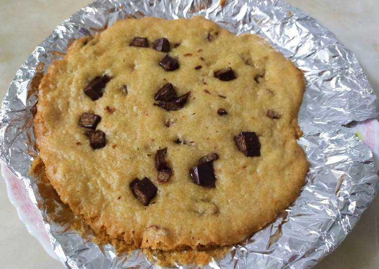 Giant KitKat chocolate chip cookie without oven