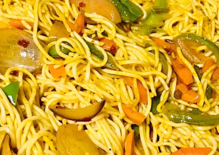 Chinese veg Hakka noodles with schezwan chutney