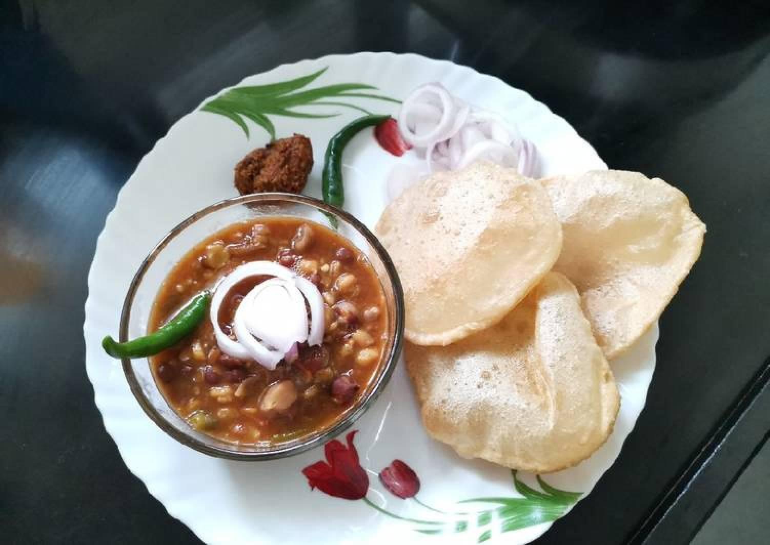 Punjabi style chole poori