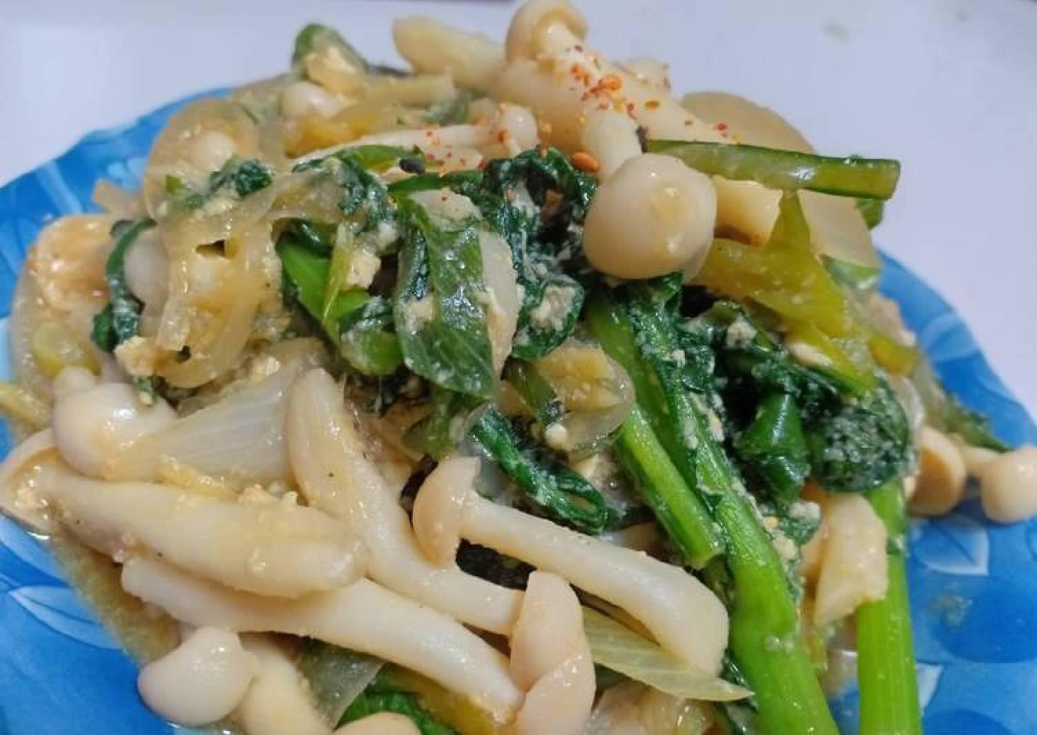 Stir fry white beech mushroom(bunapi-shimeji)