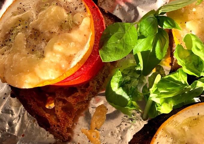 Trin at Lave Ultimate Varme brød med tomat, squash og ost På