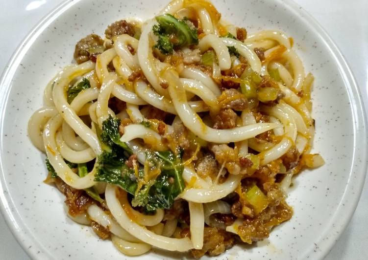 Udon with larb-style pork