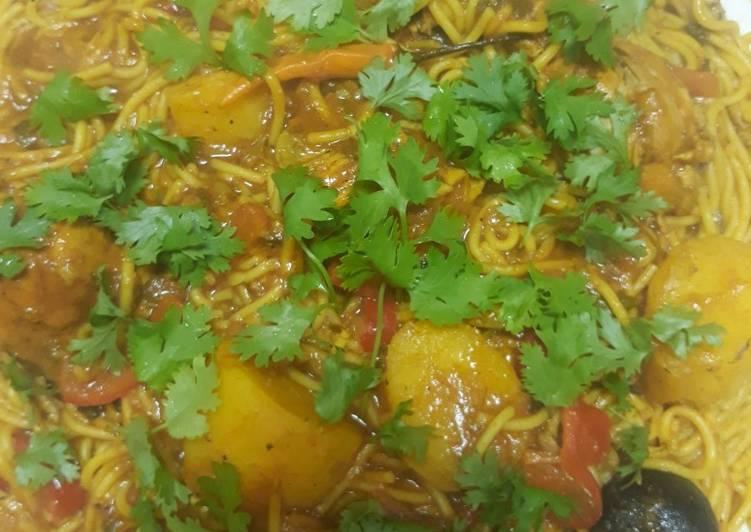 Spagiti ala chicken with potatoes. (Khabsa spagiti)