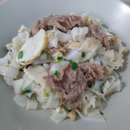 干炒牛河 Stir-fry Flat Noodles with Beef