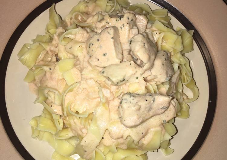 Egg pasta with creamy rose sauce
