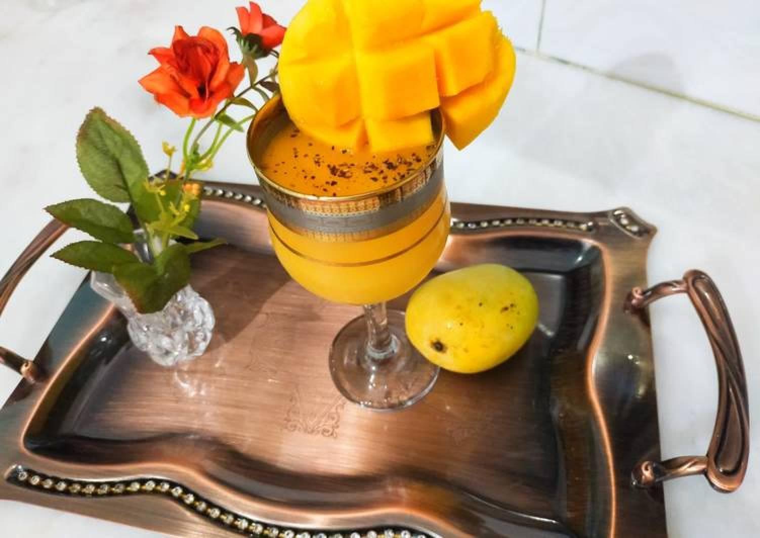 Mango juice with black pepper