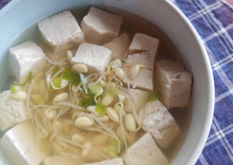 Sup Toge Ala Korea (Kong Namul Guk)