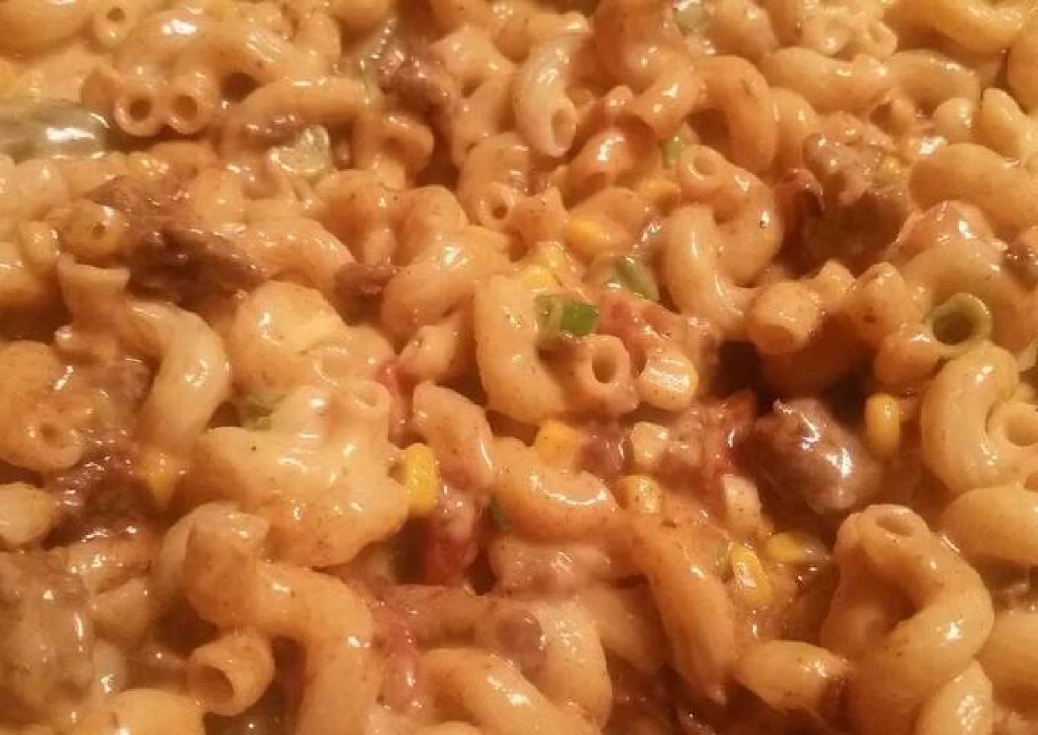 Jalapeño-Cheddar Beef Mac w/ Caramelized Red Onion Corn Muffins