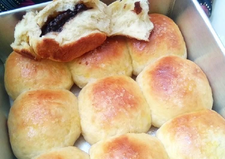 Roti Sobek Isi Coklat Tabur Gula