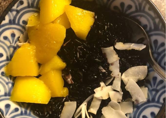 Indonesian-style Coconut Black Rice Pudding with Mango - vegan