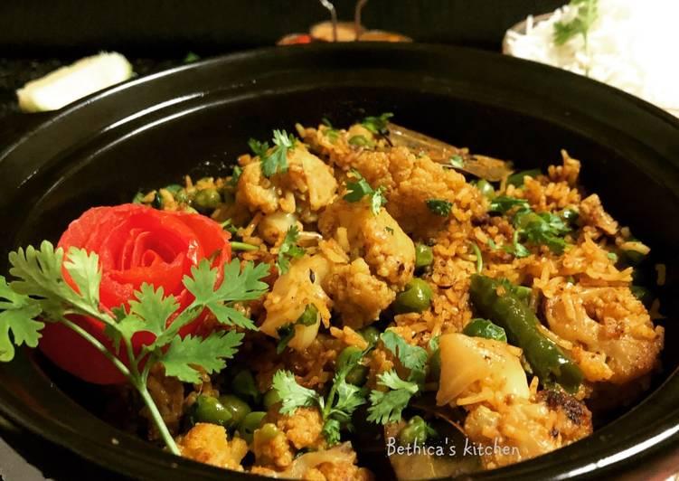 Phulkopir Muri Ghonto (Cauliflower cooked with Rice - Bengali style)
