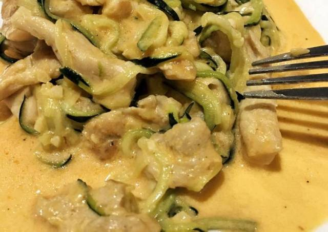 Creamy zoodles with grilled chicken