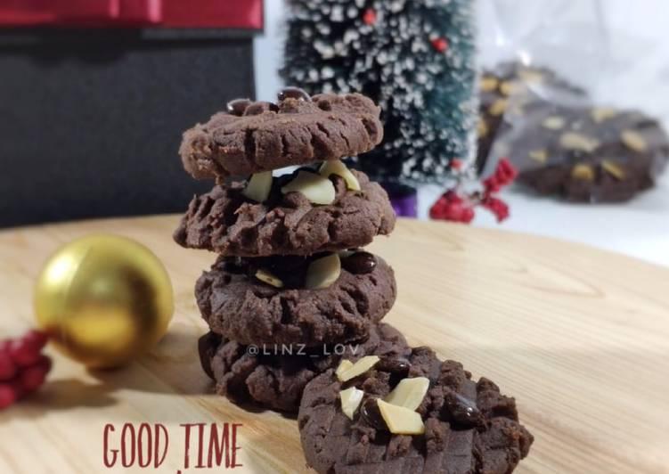 Good Time Cookies - cookies cokelat dengan choco chip dan almond - cemilan renyah