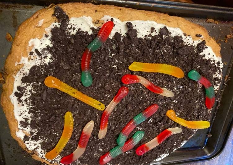 Trick or treat cookie pizza