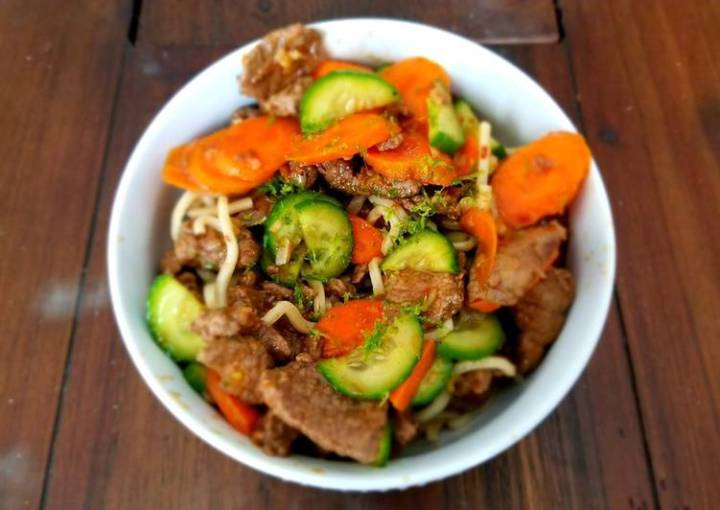 Chilled Lemongrass Beef & Noodles with Marinated Carrots and Cucumber