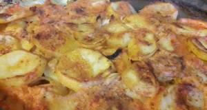 Baked potato in tomatoe sauce