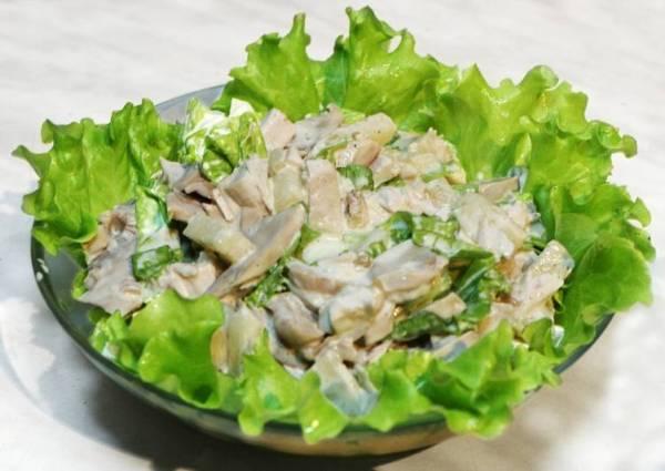 Салат с курицей и шампиньонами - пошаговый рецепт с фото ...