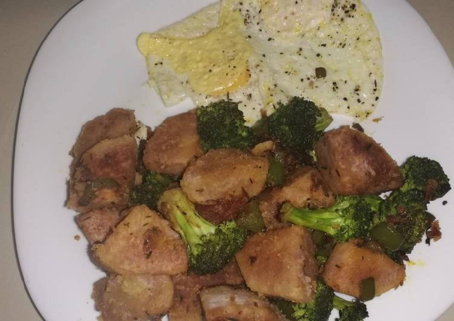 Arrowroot and broccoli stir fry with eggs