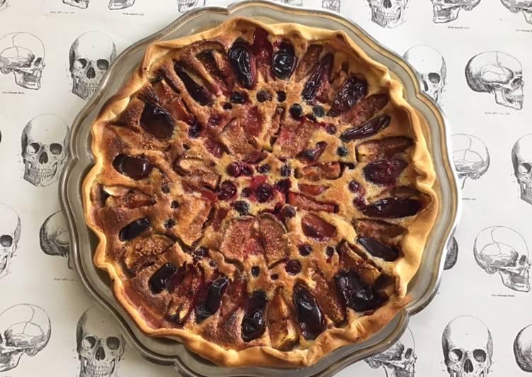 Tarte amandine aux figues prunes et groseilles noires