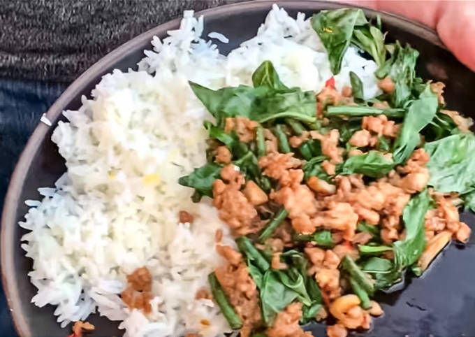 Easiest Way to Prepare Quick [Video inside] Pad kra pao gai (chicken stir with basil)