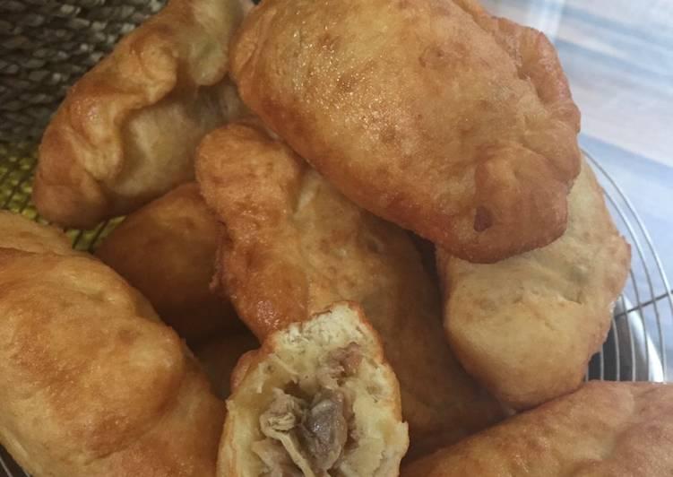 Panada (Roti goreng isi)