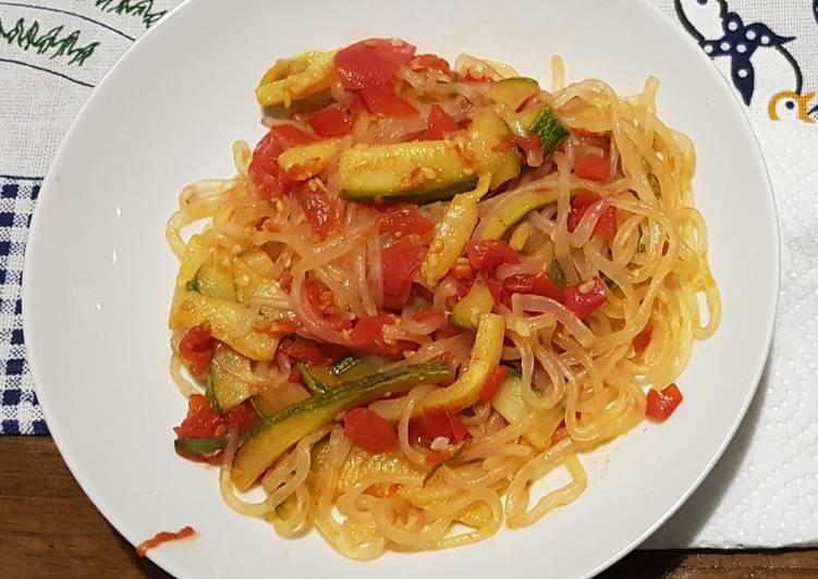 Pasta Shirataki with zucchini sauce