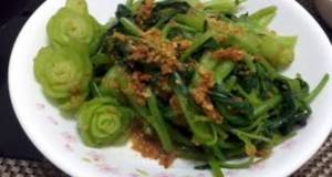 Spinach In Roasted Garlic And Soy Sauce